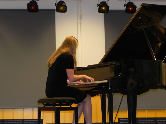 Helena Ojabstein klaveril esitas Paul de Senneville, Olivier Toussaint`i