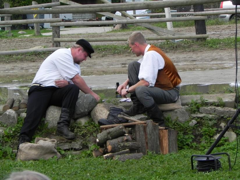Kaardikuked Otto ja Kaur mänguhoos